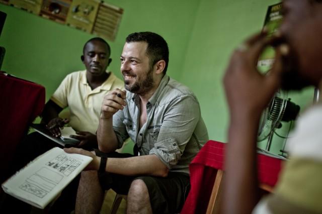 David en el curso con autores de Burundi